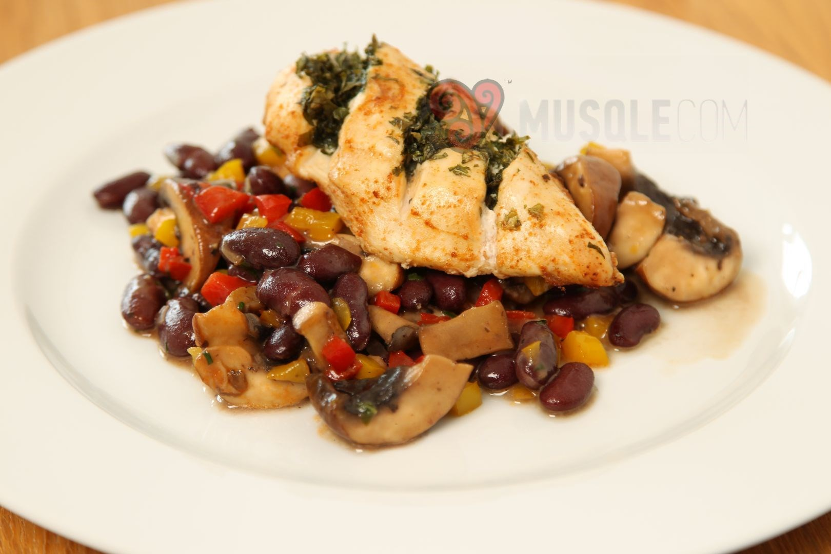 Chicken Breast With Red Kidney Beans Button Mushrooms And Herbs Musqle